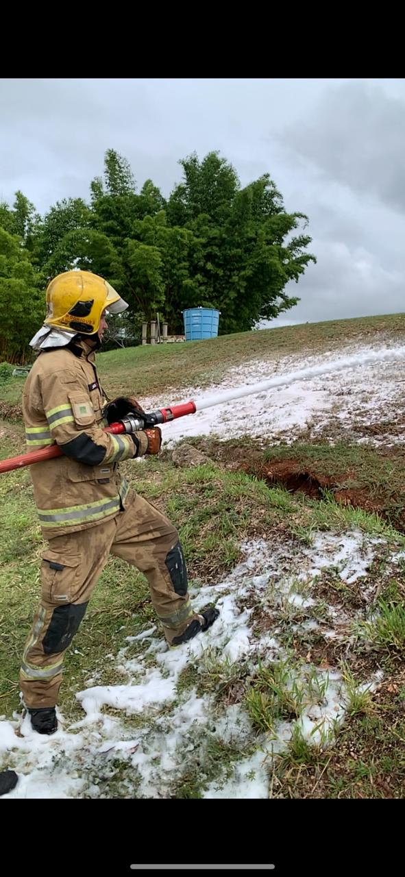 GPCIU realiza testes com espuma de combate a incêndio em equipamento misturador entre linhas